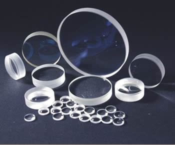 Many pieces of optical lenses in different sizes are on the ground.