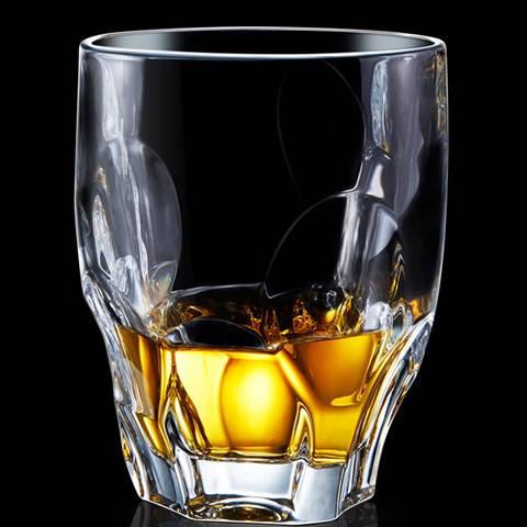 A type B whiskey glass cup is filled with whiskey wines.