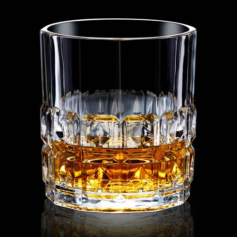 This is a type I whiskey glass cup with whiskey wines.